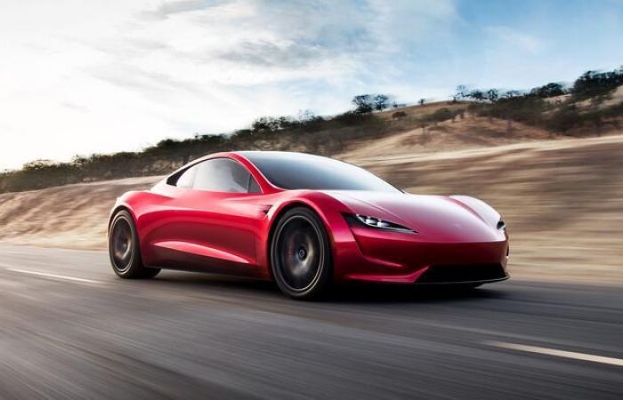 تيسلا تؤجل سيارة رودستر الجديدة حتى عام 2023