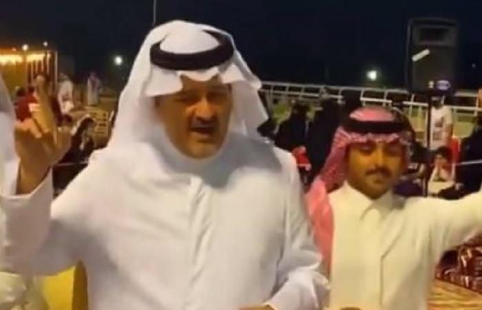 بالفيديو.. الأمير بندر بن خالد الفيصل يشارك برقصة «السامري» في الطائف