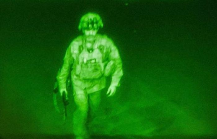 إعصار إيدا ومقاتلو طالبان في قمرة قيادة طائرة.. صور توثق أحداث العالم في أسبوع