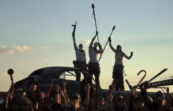 مهرجان مستوحى من mad max فى صحراء أمريكا يجسد نهاية العالم.. فيديو وصور