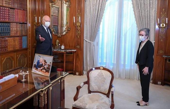سعادة مزدوجة لـ هند صبرى بسبب رئيس الحكومة التنونسية وصورة مهرجان قرطاج