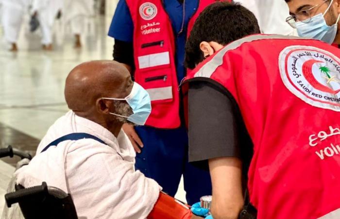 بالصور.. متطوعون يسعفون 49 حالة في الحرم المكي