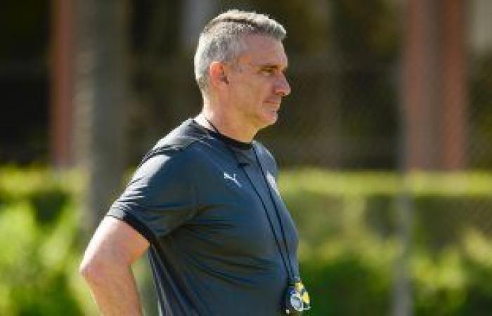 """كارتيرون يغادر القاهرة بعد منح لاعبى الزمالك """"راحة"""" عقب ودية بيراميدز"""