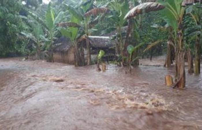 """إخلاء منطقة """"القرم"""" التجارية فى سلطنة عمان بسبب إعصار شاهين"""