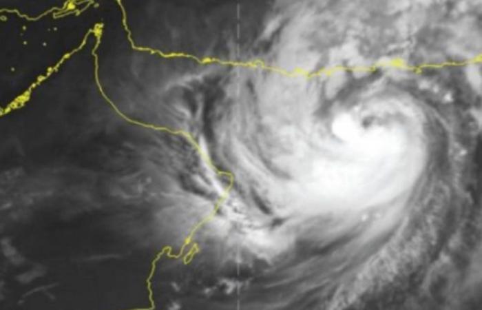 بدءًا من الاثنين.. «الأرصاد» يوضح المناطق المتأثرة بشكل غير مباشر بالإعصار شاهين