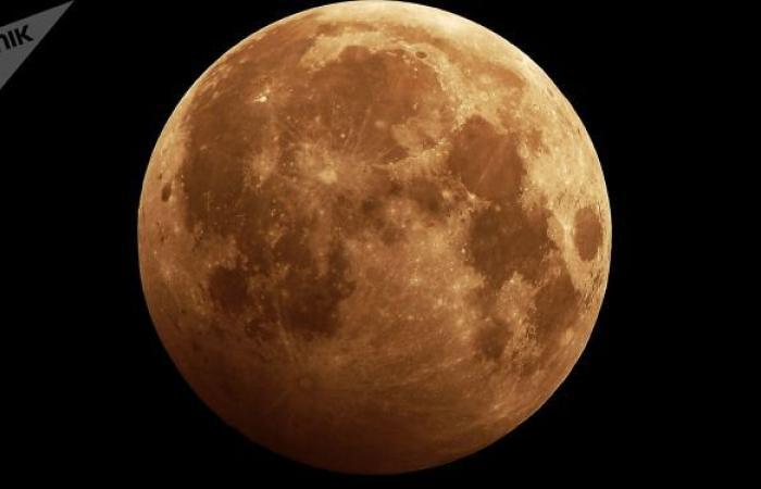 سحابة ضخمة واقتران الزهرة مع القمر في سماء منطقة سعودية... فيديو