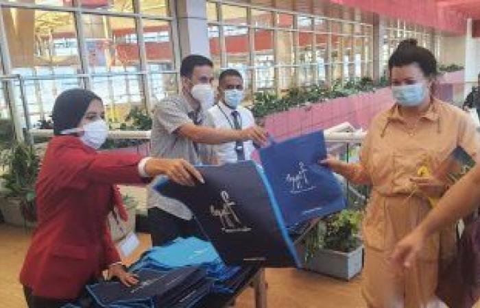 أولى الرحلات البريطانية تصل مطار شرم الشيخ بعد استئناف الحركة الجوية.. صور