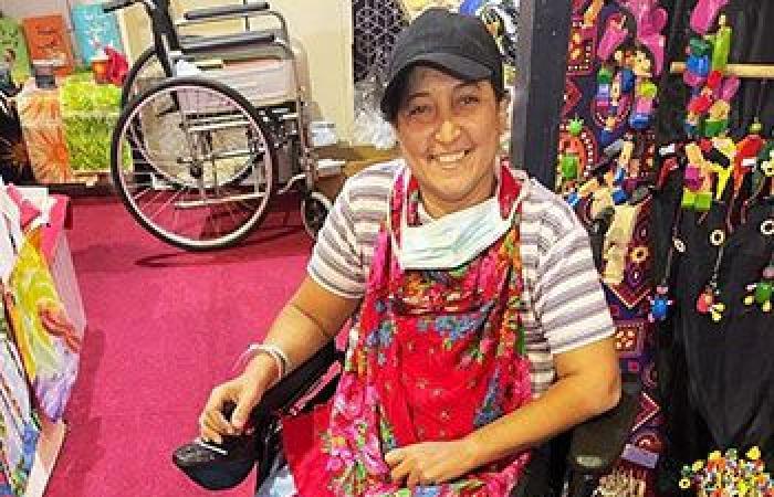 الصحة: توفير كرسى متحرك ورعاية طبية بالمجان لإحدى المشاركات بمعرض تراثنا