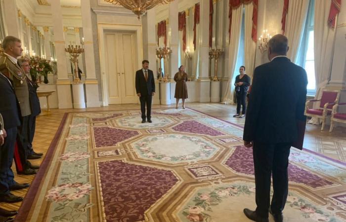 السفير المصرى فى بودابست يُقدم أوراق اعتماده إلى رئيس المجر.. صور
