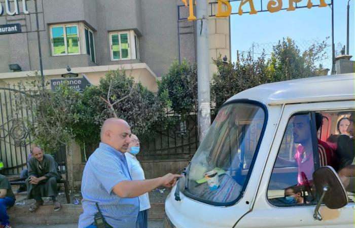 سرفيس الجيزة يشن حملات فى أول يوم مدارس لمنع رفع تعريفة الأجرة.. صور