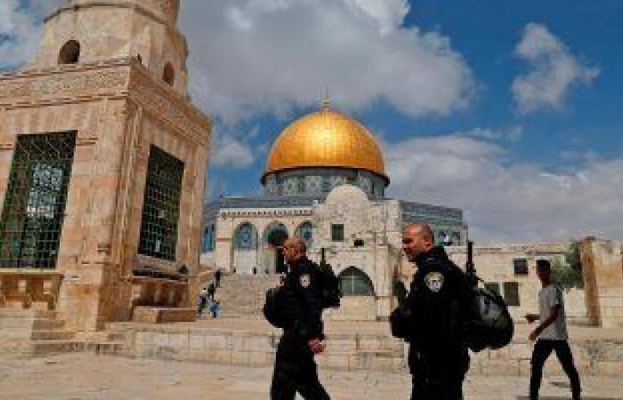 مستوطنون يقتحمون باحات الأقصى بحماية قوات الاحتلال الإسرائيلي