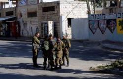 إصابة فلسطينى بقنبلة صوت ألقاها الاحتلال باتجاهه فى الخليل