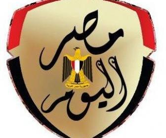 وزير الرياضة والجنايني يهنئان شوقي غريب واللاعبون في أرض الملعب