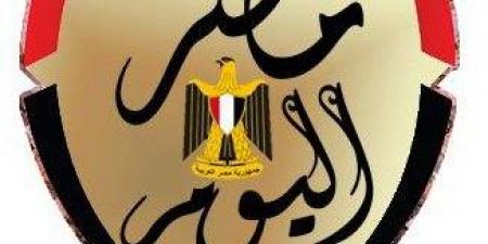 فريق عمل «قمر هادي» يفاجئ رءوف عبد العزيز بالاحتفال بعيد ميلاده